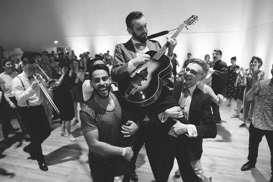 Podcast s Pavli: Jaké je to hrát pro tanečníky doma i v zahraničí s chronickým zakladačem swingových kapel Jankem Čarkem